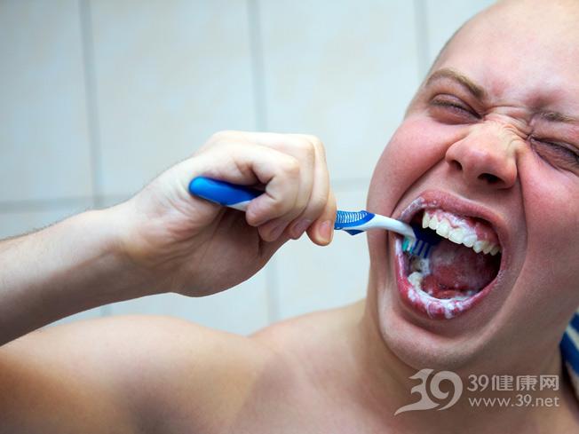 青年-男-刷牙-牙刷_10657720_xxl.jpg