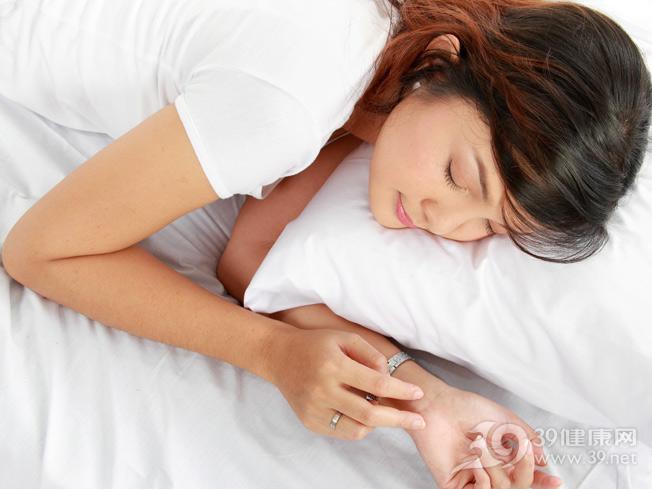 青年-女-睡眠-睡觉-床铺-枕头-首饰_11846737_xxl.jpg