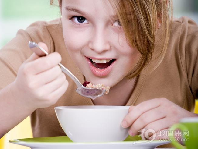 孩子-女-进食-吃东西_8636668_xxl.jpg