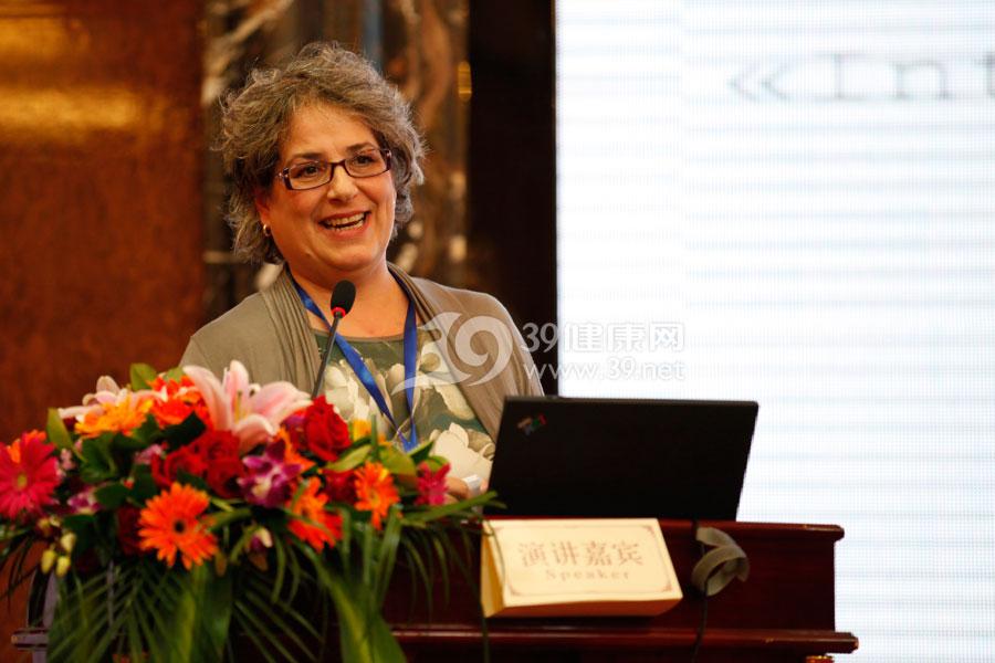 意大利佛罗伦萨118应急医学中心主任Dr.-Lucia-De-Vito作《托斯卡纳地区当地卫生应急系统》的报告