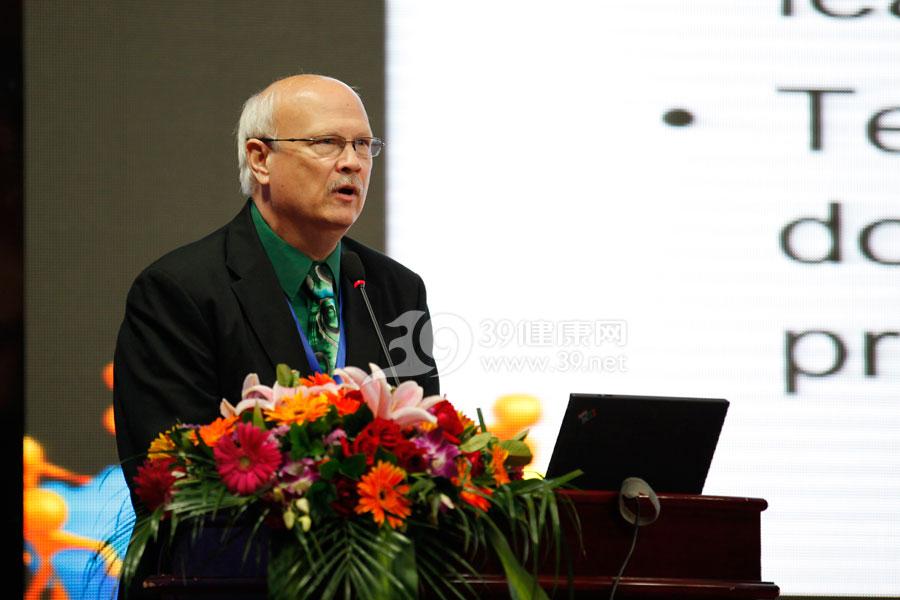 国际应急管理学会北美地区主席Dr.-James-C.-Hagen作《应急医学信息化的应用》的报告