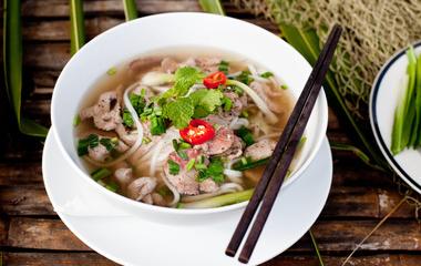 玉子虾仁的做法步骤6:准备火腿和紫菜