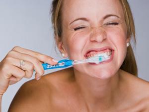 刷牙血流不止 警惕肝癌侵袭