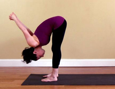减少腹部所需的四种瑜伽动作(照片)
