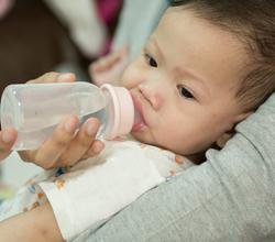 宝宝发烧时妈妈该如何应对