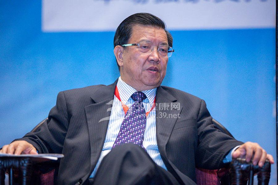 原国家外经贸部副部长,现复旦大学国际关系与公共事务学院院长龙永图