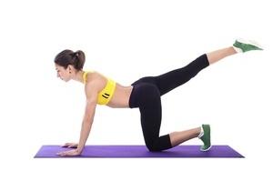 两个产后瑜伽动作来恢复体形以帮助健康