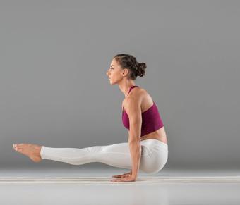 简单的减肥瑜伽很容易让你的手臂变瘦。