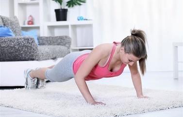 经典的三效减肥瑜伽排毒减肥同时保持美丽(照片)