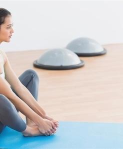 三效排毒减肥瑜伽对缓解便秘极其有效。