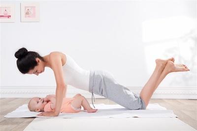 四式瘦腰瑜伽 让你腰围速瘦几圈(图)图片
