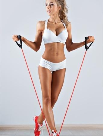 简单减肥瑜伽动作 轻松瘦腿 瑜伽减肥 第2张