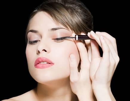 美容院纹眼线的三大风险