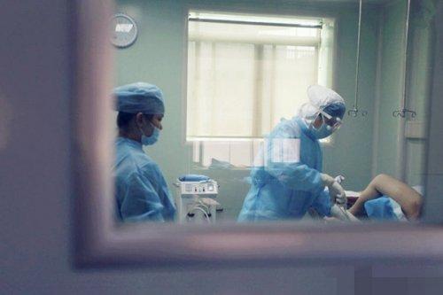 无痛人流怎么做_无痛人流手术过程中使用的工具,辅助将胎儿从体内吸出.
