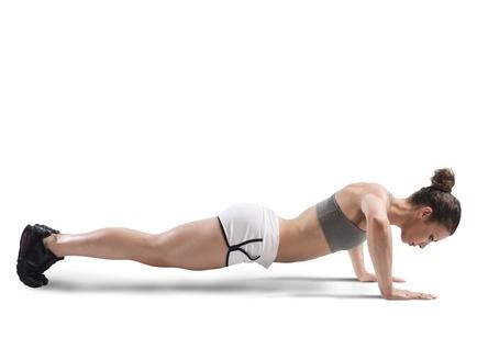 最有效的瘦腿瑜伽创造魔鬼的长腿(照片)
