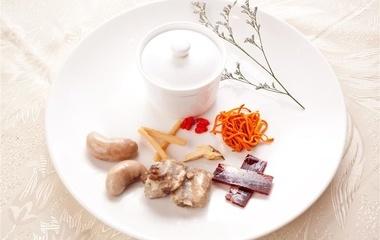 凉拌火龙果皮的做法步骤2:切卷心菜