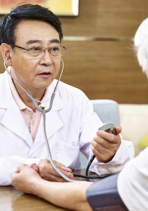 钟南山:癌症高发与环境恶劣有关