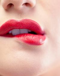 注射丰唇法 打造性感朱唇