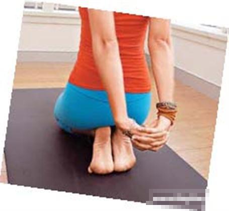 一个超简单的瑜伽动作来丰胸和改善气质(照片)