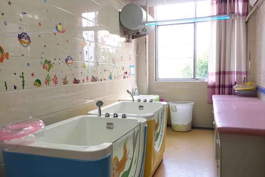 婴儿游泳室