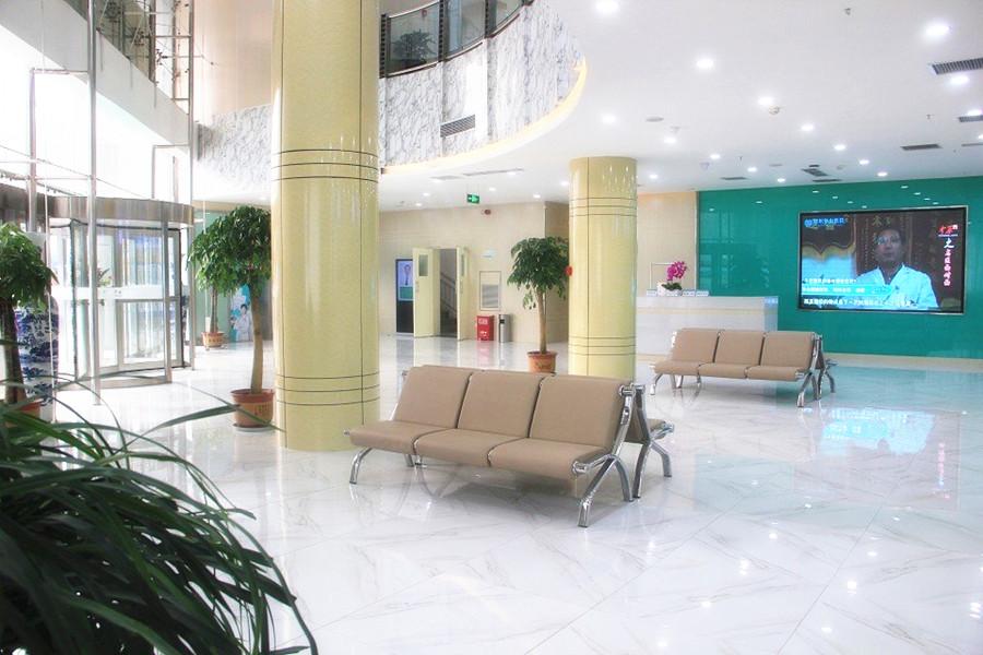 医院正门大厅