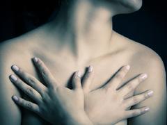 实拍日本美女隆胸手术恐怖全过程
