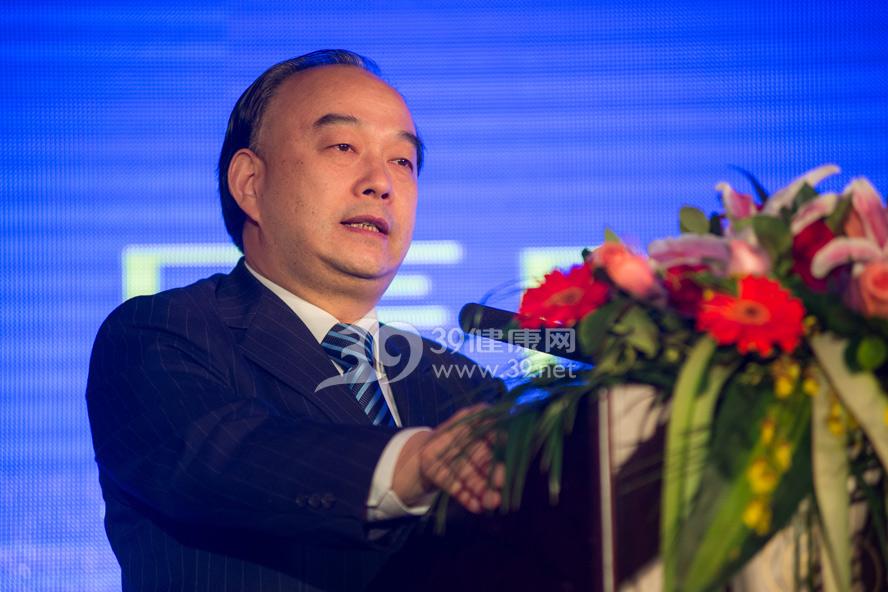 广东省人民医院党委书记耿庆山在主论坛上发表演讲