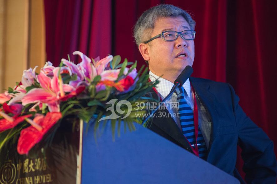 国务院深化医药卫生体制改革专家张焕祯在主论坛上发表演讲