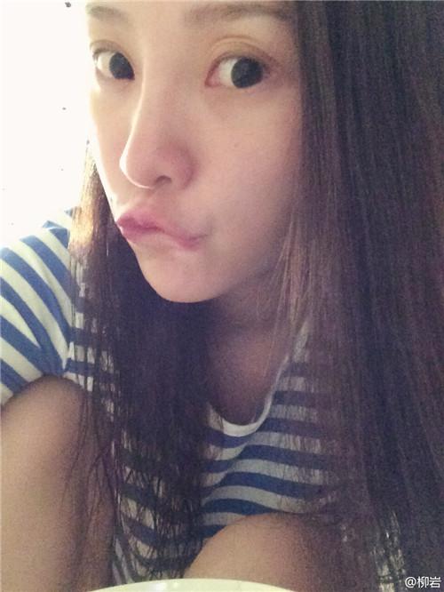 柳岩李小璐素颜撞脸 网友:眼睛一起整的吗?