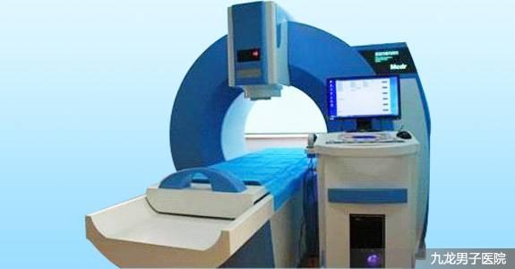 MCDR-脉冲导融8800B   功能原理   MCDR脉冲导融光能治疗机,由导融治疗模式、光能波治疗模式、电磁波谱治疗器三部分组成,具有一机多功能、多用途的特点。   光能波治疗仪 利用光能波对病变组织表层和组织内层的热辐射,使粘膜产生热固化效应和生物共振吸收效应,促进病变组织凝固、变性、结痂、脱落,使组织修复、再生,达到治疗目的。具有改善微循环,促进局部组织新陈代谢,增强机体生理免疫功能,提高细胞活力,改善组织的营养状态。