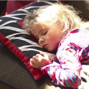 宝宝睡觉爱出汗是病吗