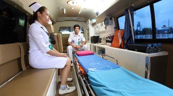 科医务人员受到吉布提总理等亲切接见