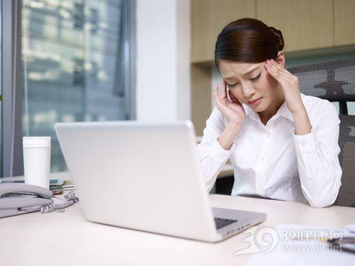 青年 女 工作 头痛 电脑 按摩_18117858_xxl