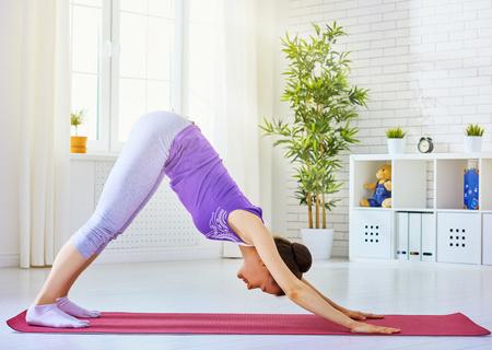 减肥 瑜伽 瑜伽分类 健身瑜伽 正文    专家也提醒,做这个瑜伽动作时