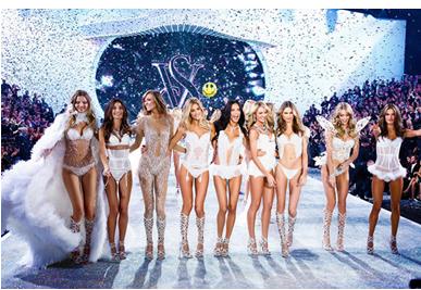 任何巨星在这里都是陪衬,真正的主角是那些琳琅满目的内衣和展示这