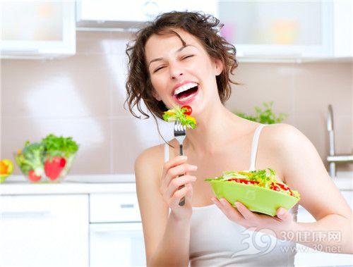 青年 女 蔬菜 沙拉 叉子 生菜 西红柿_15353153_xl