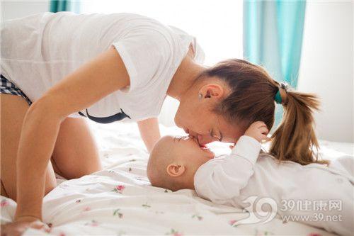 孩子 母亲 亲子 睡觉 亲吻 母爱_31122626_xxl