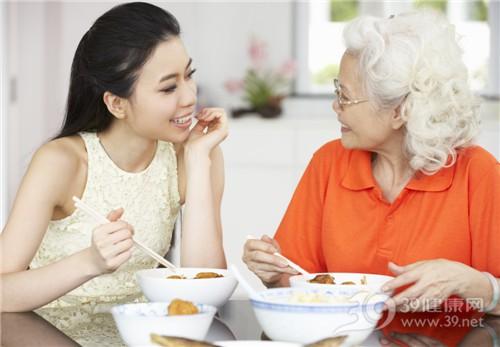 青年 中老年 女 吃饭 母女 亲子 聊天 吃东西_18709741_xxl