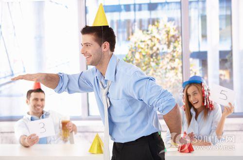 青年 男 工作 庆祝 开心 欢乐 同事 团队_8951267_xxl