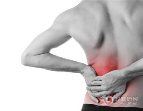 青年 男 疼痛 酸痛 腰部 腰痛_12390807_xl