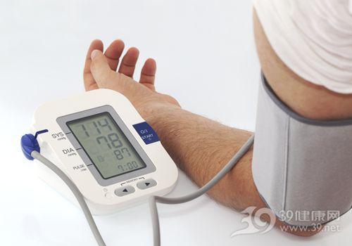 家用建议选上臂式电子血压计