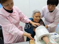南方医科大学第五附属医院为城郊村老人免费体检