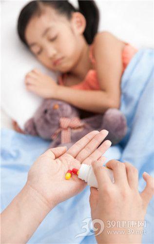 孩子 女 生病 吃药 药物 药片 床 睡觉 休息_30132278_xxl
