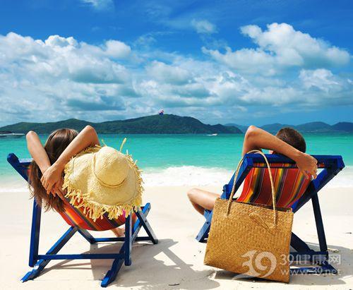 度假 旅游 沙滩 夏天 海洋 情侣 躺椅 太阳_13144693_xxl