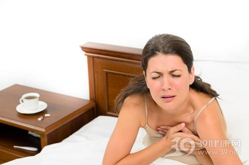 青年 女 心脏 心痛 心绞痛 生病 疼痛_22648197_xxl