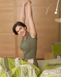 早上起床应该先运动关节