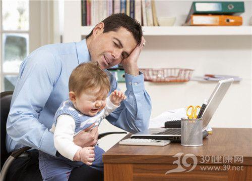 孩子 婴儿 爸爸 哭 工作 带孩子 亲子_9911457_xxl