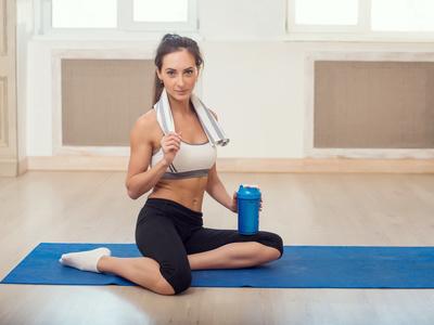 瘦腰瑜伽逐步打破了游泳圈。