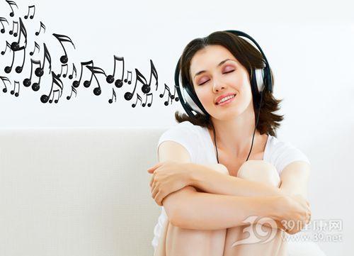 青年 女 音乐 听歌 耳机 开心 抱膝 娱乐_10345342_xxl