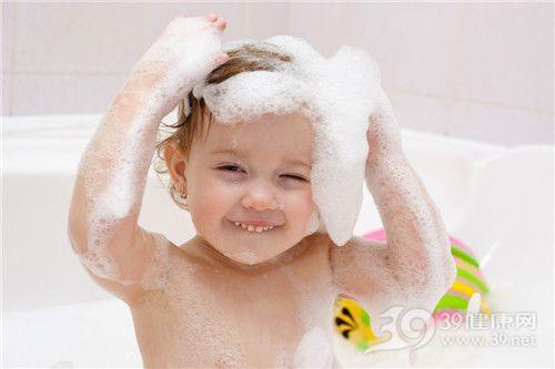 孩子 洗澡 洗头 泡沫 浴缸_13063533_xl